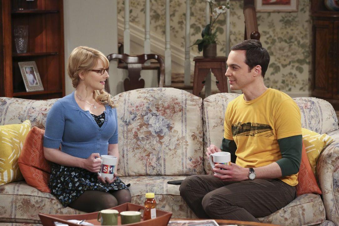 Nachdem Amy mit ihm Schluss gemacht und Penny ihm Leonard weggenommen hat, sucht Sheldon (Jim Parsons, r.) Rat bei der letzten verbliebenen weiblich... - Bildquelle: 2015 Warner Brothers