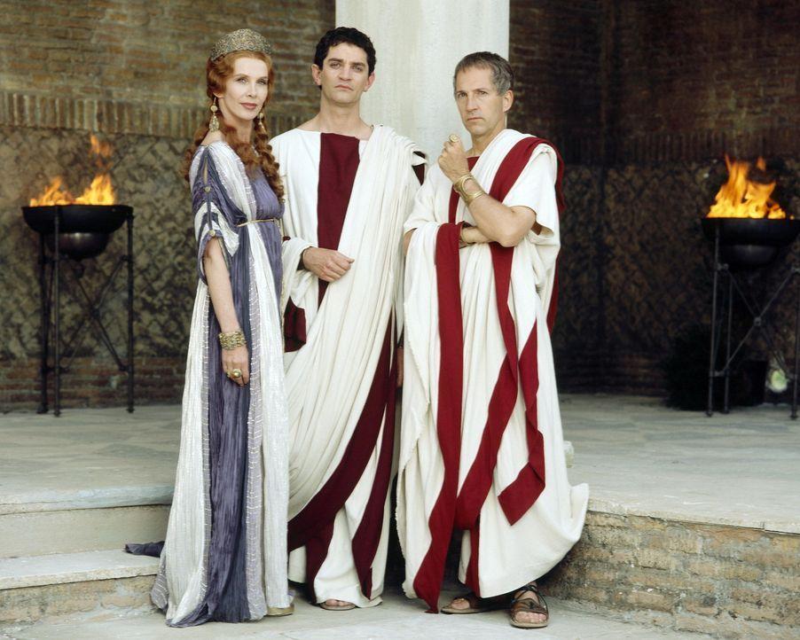 Alles Lug und Trug: (v.l.n.r.) Servilia (Trudie Styler), Brutus (James Frain) und Cäsar (Colm Feore) ... - Bildquelle: Hallmark Entertainment