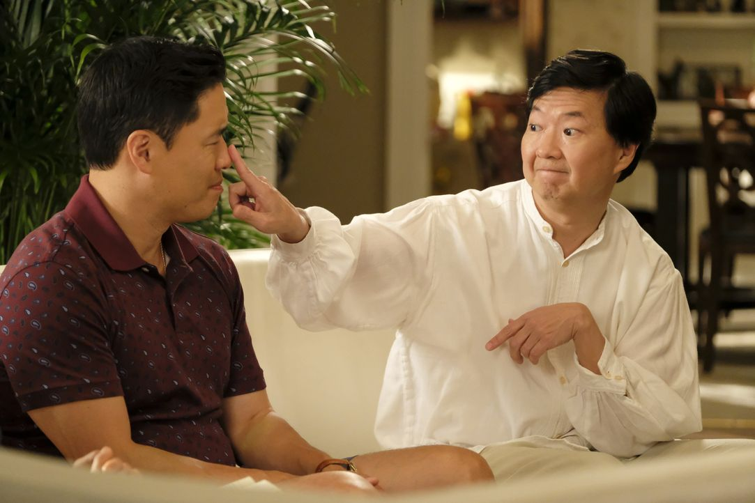 Louis Huang (Randall Park, l.); Gene (Ken Jeong, r.) - Bildquelle: Jessica Brooks 2019-2020 American Broadcasting Companies.  All rights reserved. / Jessica Brooks