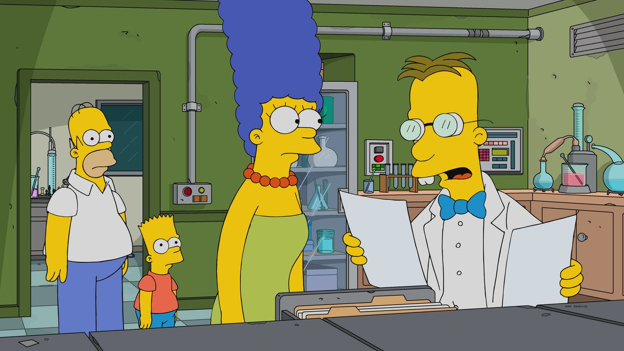 Professor Frink (r.) entwickelt einen neuartigen Test, der die Charakterzüge von Homer (l.), Bart (2.v.l.) und Marge (2.v.r.) genau skizziert ... - Bildquelle: 2017-2018 Fox and its related entities.  All rights reserved.