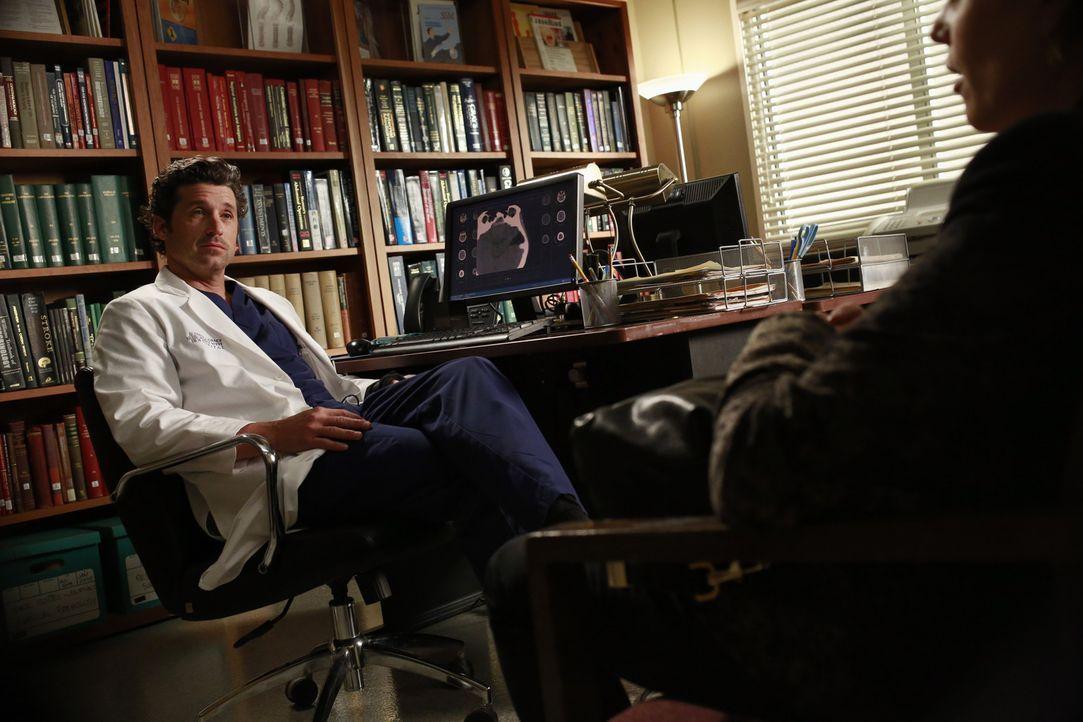 Wird Derek (Patrick Dempsey, l.) zu einer riskanten Operation entscheiden, die seine Hand wieder funktionsfähig machen könnte? - Bildquelle: ABC Studios