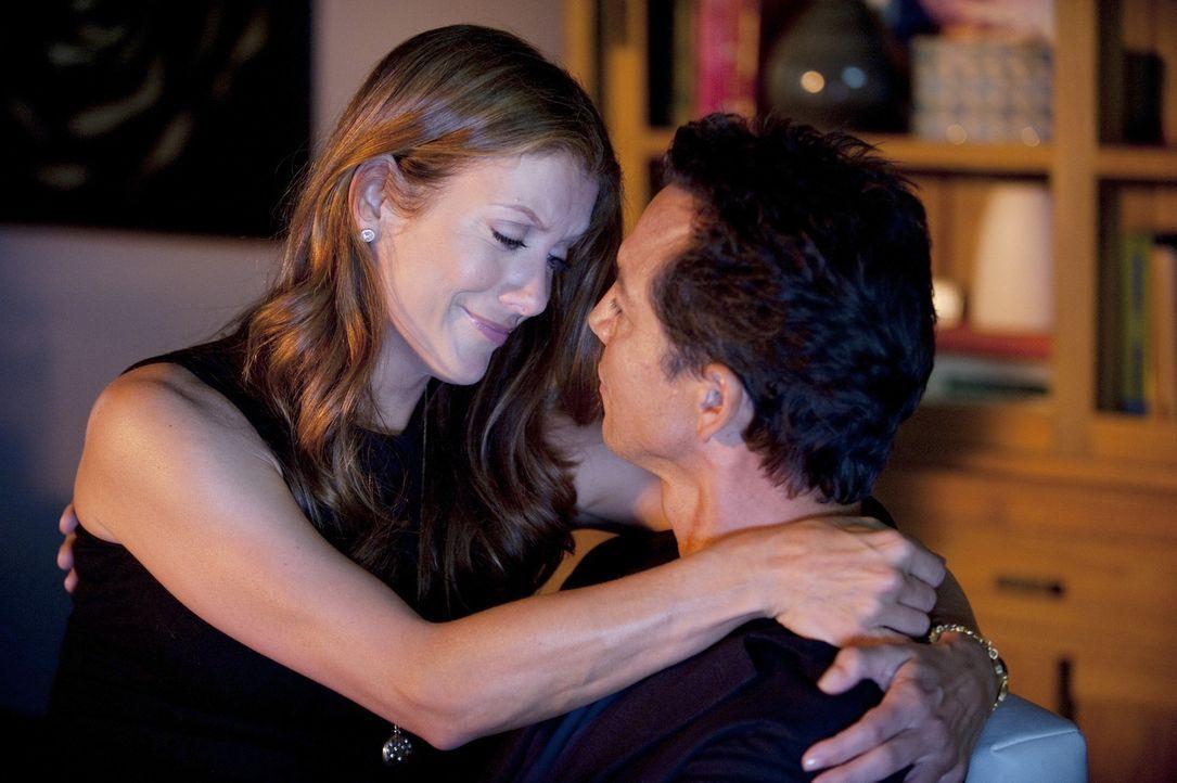 Addison (Kate Walsh, l.) gewöhnt sich langsam an ihr neues Leben, nachdem sie die Entscheidung zwischen Sam und Jake (Benjamin Bratt, r.) getroffen... - Bildquelle: ABC Studios