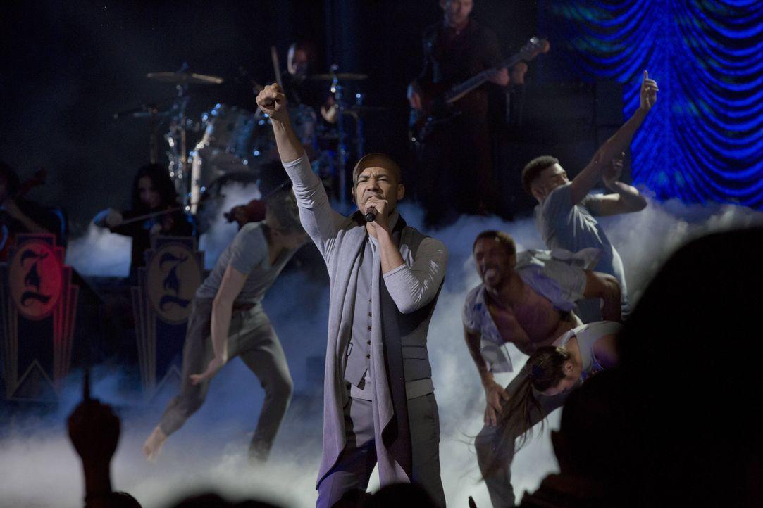 Da sein Vater kurzfristig nicht auftreten kann, performt Jamal (Jussie Smollett) dessen Song ... - Bildquelle: 2015 Fox and its related entities.  All rights reserved.