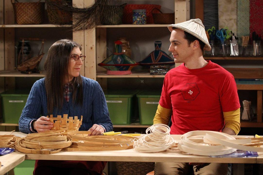 Sind glücklich miteinander: Amy (Mayim Bialik, l.) und Sheldon (Jim Parsons, r.) ... - Bildquelle: Warner Bros. Television