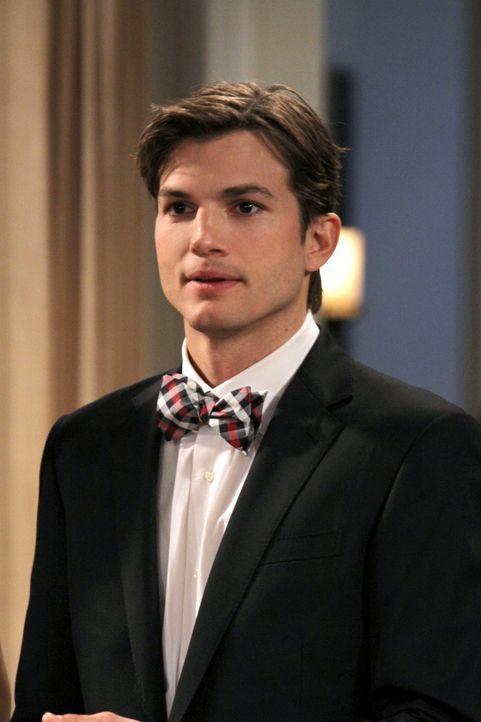 Freut sich auf einen romantischen Valentinstag mit Zoey: Walden (Ashton Kutcher) ... - Bildquelle: Warner Brothers Entertainment Inc.