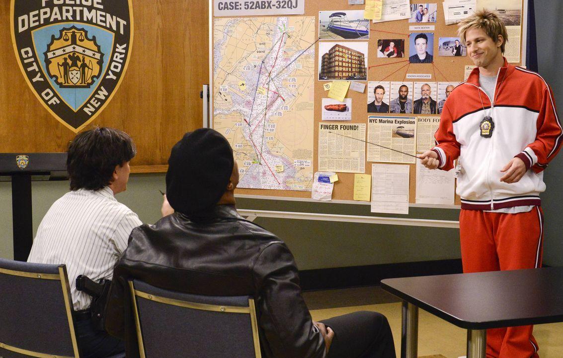 (v.l.n.r.) Charles Boyle (Joe Lo Truglio); Terry Jeffords (Terry Crews); Jake Peralta (Andy Samberg) - Bildquelle: Erica Parise 2013 NBC Studios LLC. All Rights Reserved. / Erica Parise