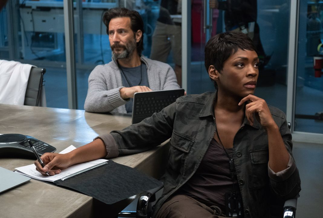 Dr. Jonas Lear (Henry Ian Cusick, l.); Dr. Major Nichole Sykes (Caroline Chikezie, r.) - Bildquelle: Erika Doss 2019 Fox and its related entities. All rights reserved. / Erika Doss