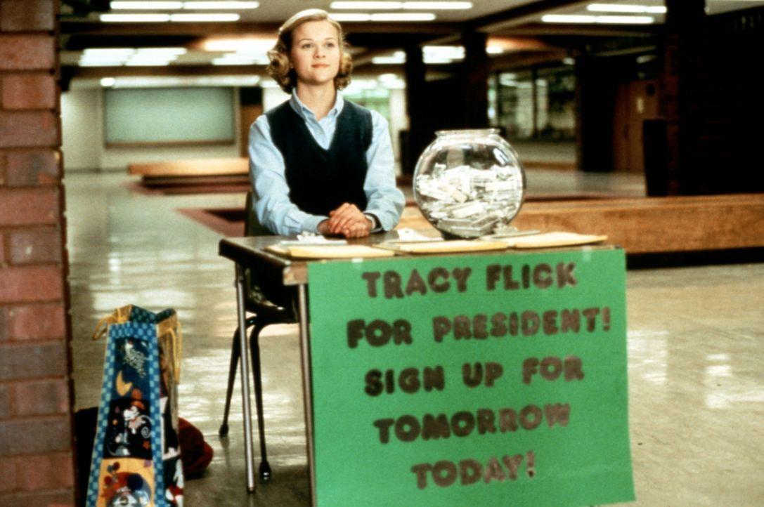 Mit aufgesetzter Tugendhaftigkeit und professionellem Einsatz will die Einser-Schülerin Tracy Flick (Reese Witherspoon) die Wahl zur Schülersprecher... - Bildquelle: Paramount Pictures