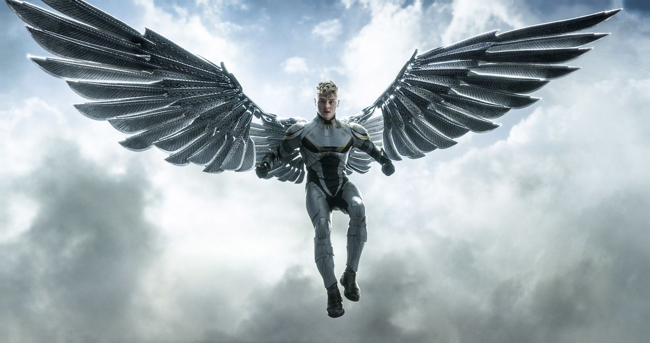 Nachdem Apocalypse den eh schon starken Angel (Ben Hardy) mit Flügeln aus Metall ausgestattet hat, kämpft dieser neben dem gottesgleichen Mutanten g... - Bildquelle: 2016 Twentieth Century Fox Film Corporation.  All rights reserved.  MARVEL TM &   2016 MARVEL & Subs.