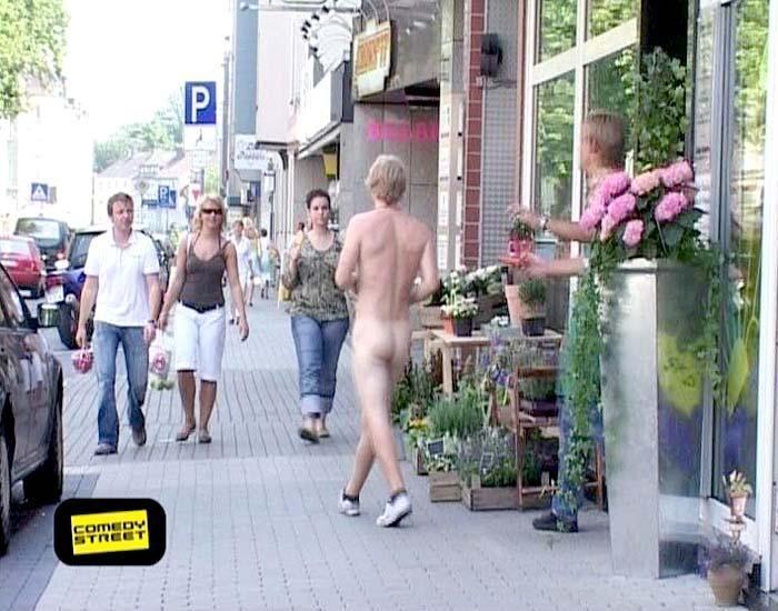comedystreet-st-04-epi-02-grab-simon-gosejohann-02-prosiebenjpg 700 x 550 - Bildquelle: Guido Ohlenbostel ProSieben
