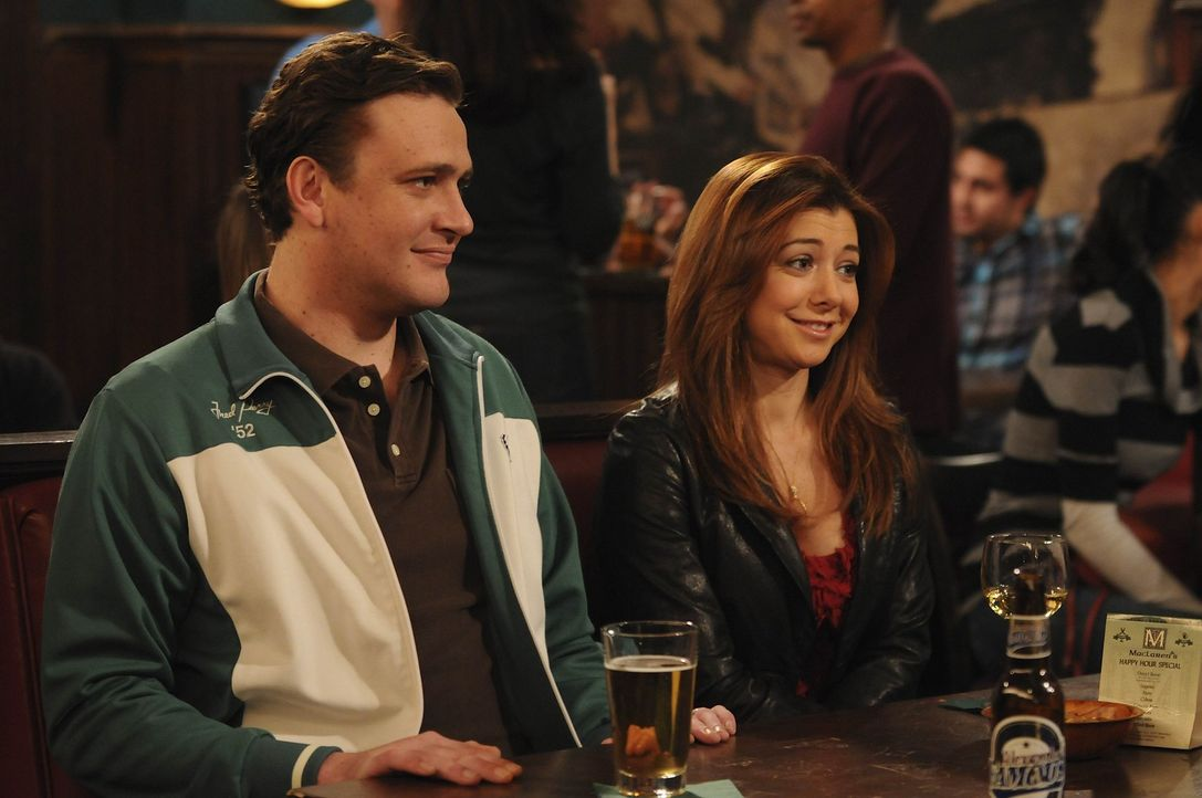 Lily (Alyson Hannigan, r.) lässt schon seit Jahren ihren Freund aus Collegezeiten, Scooter, an der Angel zappeln. Als Marshall (Jason Segel, l.) da... - Bildquelle: 20th Century Fox International Television