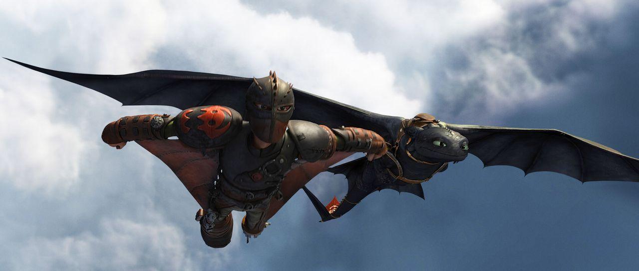 Hicks (l.) und sein Drache Ohnezahn (r.) sind ein unschlagbares Team. Doch als ein skrupelloser Wikinger aus der Vergangenheit von Hicks Vater Drach... - Bildquelle: 2014 DreamWorks Animation, L.L.C.  All rights reserved.