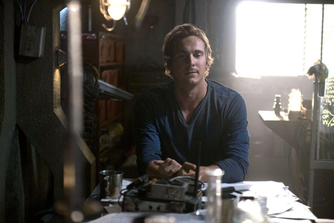 Auch, wenn Wick (Steve Talley) eine rettende Idee hat, ist er sich nicht sicher, ob die Mountener ihm nicht einen Schritt voraus ist ... - Bildquelle: 2014 Warner Brothers