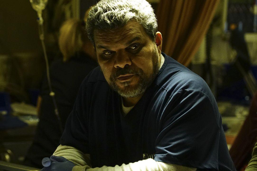 Jesse (Luis Guzman) und seine Schar der Krankenschwestern und Krankenpfleger sind kurz davor, zu streiken, um für ein besseres Gehalt zu kämpfen ... - Bildquelle: Richard Cartwright 2015 ABC Studios