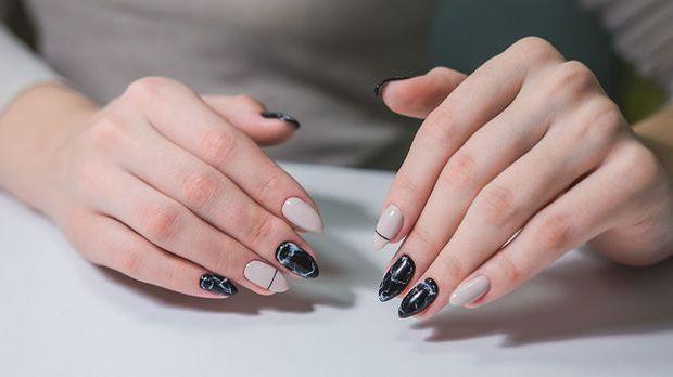 Marble Nails für Schütze - Nagellacktrend Horoskop