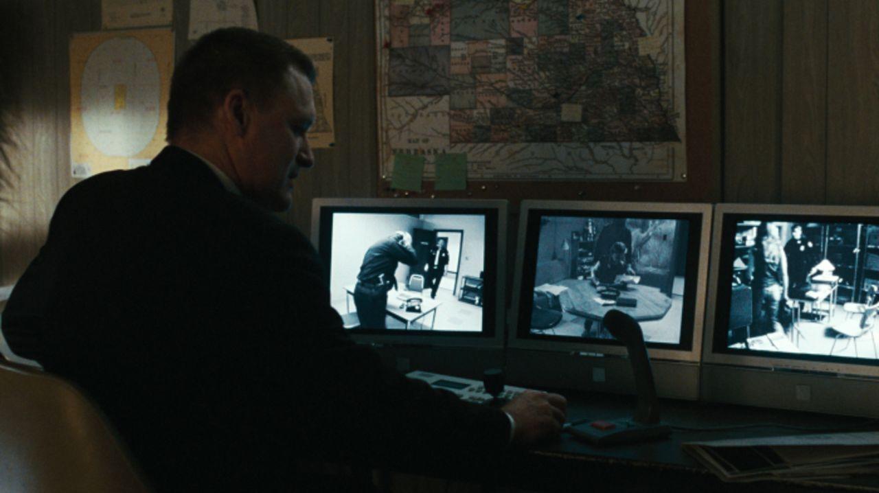 Hat drei Zeugen, die alle völlig widersprüchliche Angaben zum Tathergang machen: FBI-Agent Sam Hallaway (Bill Pullman), der es mit der Wahrheit auch... - Bildquelle: 2008 Warner Brothers
