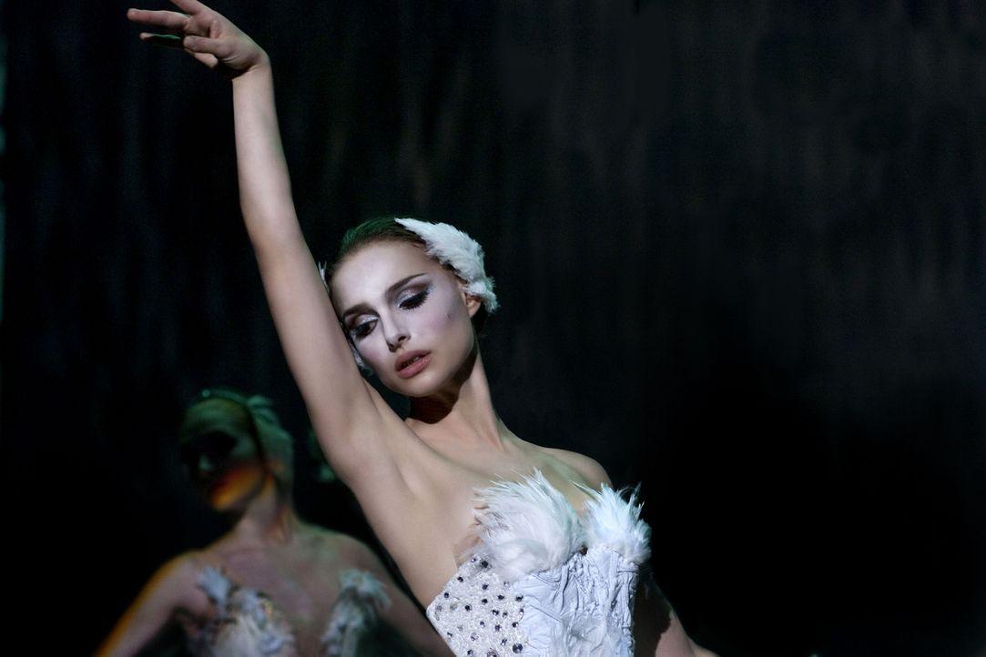 """In der Rolle des weißen Schwans in Tschaikowskis """"Schwanensee"""" scheint die junge Ballerina Nina (Natalie Portman) sofort aufzugehen, doch für den... - Bildquelle: 20th Century Fox"""