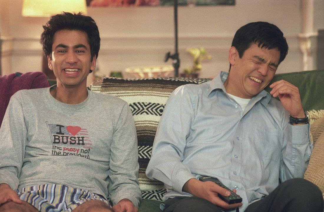 Unter Drogen kommen Harold (John Cho, r.) und Kumar (Kal Penn, l.) die bizarrsten Ideen, wie z.B. einen White-Castle-Hamburger essen zu wollen. Tota...