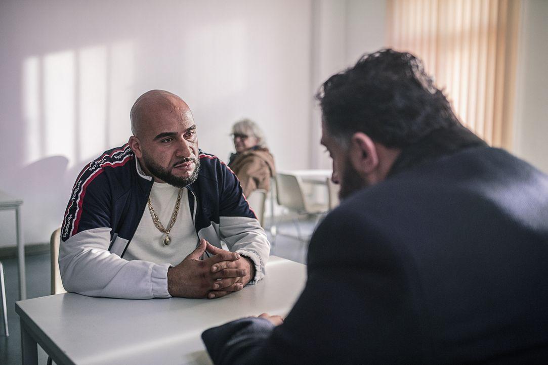 Abbas (Veysel Gelin, l.); Toni (Kida Khodr Ramadan, r.) - Bildquelle: 2018 Turner Broadcasting System Europe Limited & Wiedemann & Berg Television GmbH & Co.