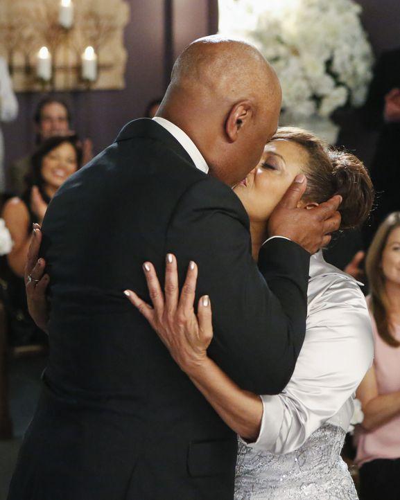 Der glücklichste Tag ihres Lebens: Richard (James Pickens, Jr., l.) und Catherine (Debbie Allen, r.) ... - Bildquelle: ABC Studios
