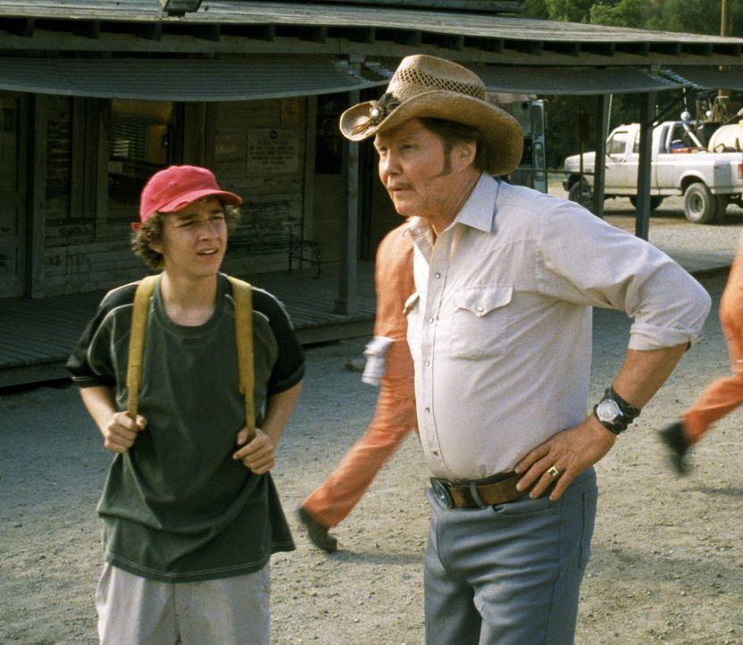 In einem Jugendstraftäterlager namens Camp Green Lake lernt Stanley (Shia LaBeouf, l.) den Außenseiter Zero kennen. Als Zero nach einer Auseinande... - Bildquelle: Buena Vista Pictures Distribution