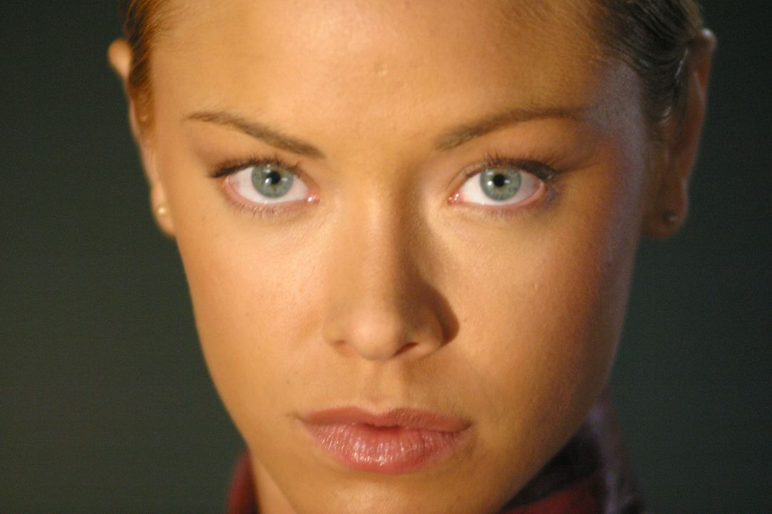 T-X (Kristanna Loken), eine Terminatrix, die nur darauf programmiert ist, den künftigen Rebellionsführer John Connor und seine Offiziere zu töten... - Bildquelle: 2004 Sony Pictures Television International. All Rights Reserved.
