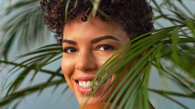 Im Einklang mit der Natur! Im Beauty-Artikel liest du Facts über nachhaltige...