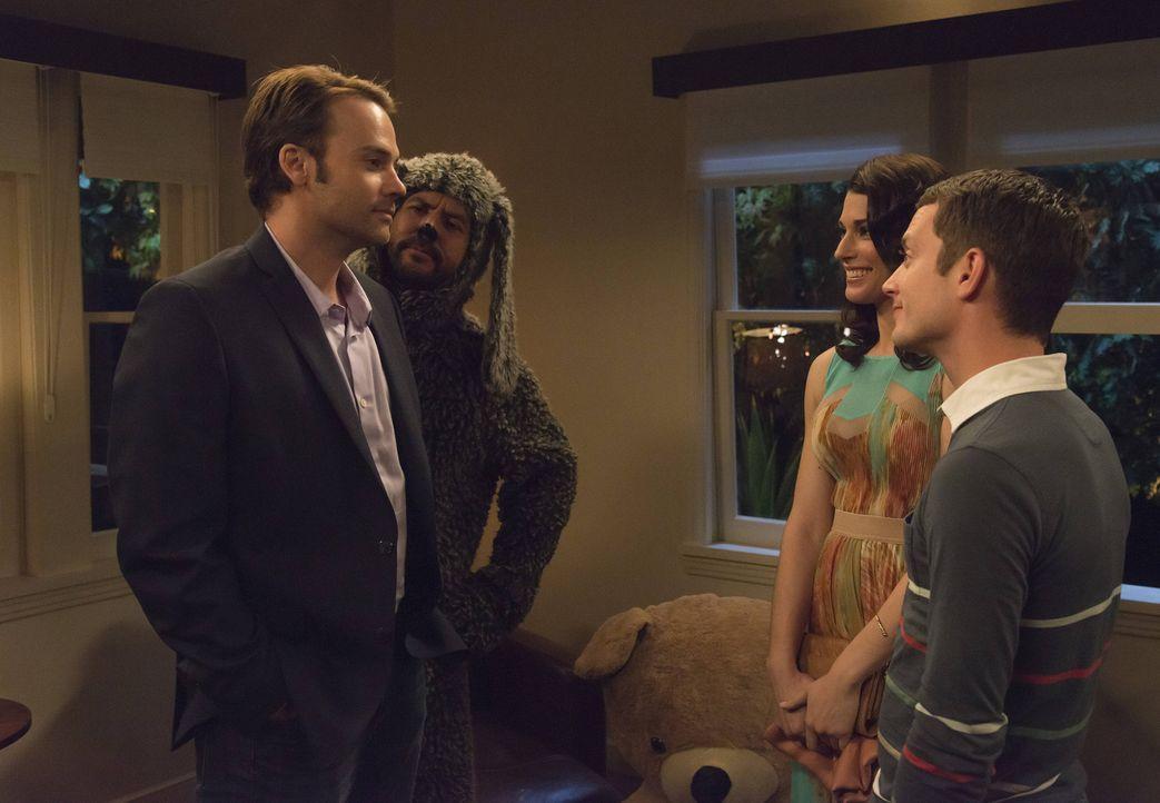 Als Kristen (Dorian Brown, 2.v.r.) ihrem Bruder den neuen Mann an ihrer Seite, Michael (Barry Watson, l.), vorstellt, können Ryan (Elijah  Wood, r.)... - Bildquelle: 2013 Bluebush Productions, LLC. All rights reserved.