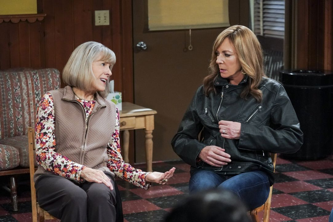 Marjorie (Mimi Kennedy, l.); Bonnie (Allison Janney) - Bildquelle: Monty Brinton 2019 CBS Broadcasting, Inc. All Rights Reserved. / Monty Brinton