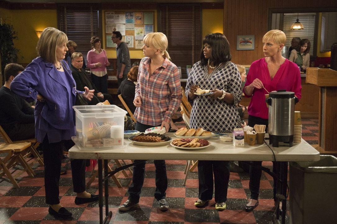 Können nicht fassen, was Bonnie getan hat: (v.l.n.r.) Marjorie (Mimi Kennedy, l.), Christy (Anna Faris), Regina (Octavia Spencer) und Jill (Jamie Pr... - Bildquelle: Warner Bros. Television