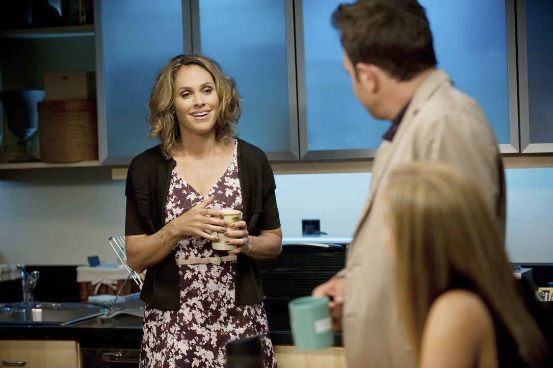 Noch ahnen Violet (Amy Brenneman, l.), Cooper (Paul Adelstein, l.) und Charlotte (KaDee Strickland, r.) nicht, dass sie von einem geliebten Menschen... - Bildquelle: ABC Studios