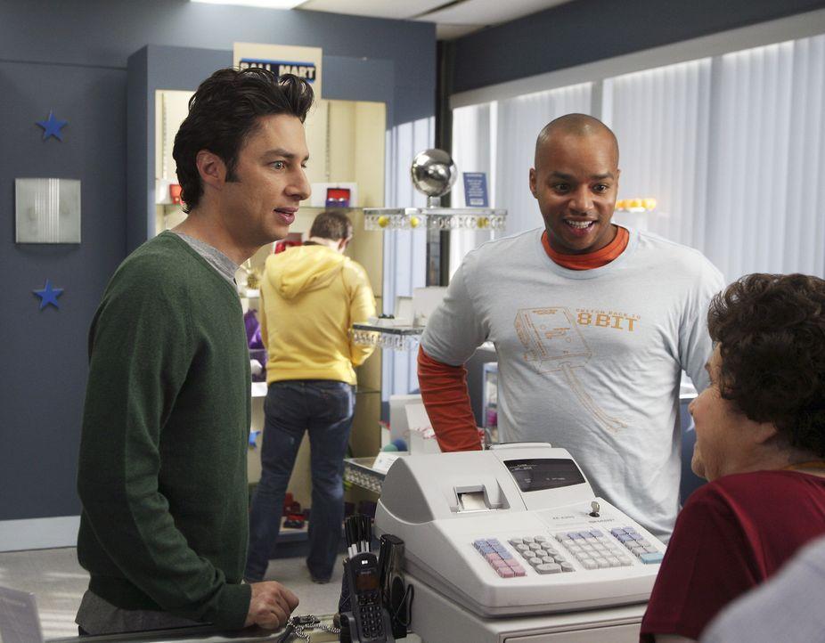 Die beiden Freunde albern wieder einmal gehörig herum: J.D. (Zach Braff, l.) und Turk (Donald Faison, 2.v.r.) sorgen für Abwechslung im Krankenhau... - Bildquelle: Touchstone Television