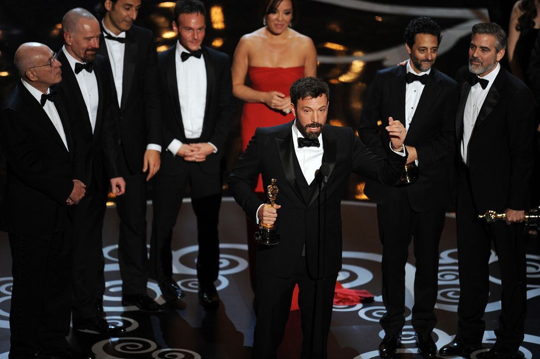 Oscar ® 2013 - Bester Film: ARGO-Crew (Ben Affleck, George Clooney) - Bildquelle: AFP / GETTY IMAGES NORTH AMERICA