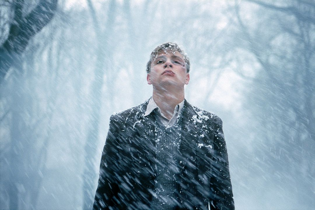 Zunächst fühlt sich Friedrich (Max Riemelt) ziemlich wohl in der rauen Welt der Napola. Doch dann befreundet er sich mit Albrecht, dem Sohn des Ga... - Bildquelle: Constantin Film