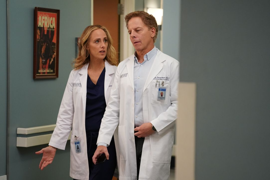 Dr. Teddy Altman (Kim Raver, l.); Dr. Thomas Koracick (Greg Germann, r.) - Bildquelle: Ali Goldstein 2020 American Broadcasting Companies, Inc. All rights reserved. / Ali Goldstein