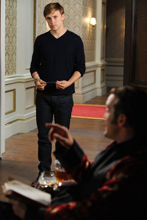 Während Prinz Liam (William Moseley, l.) der nächste König sein wird, versucht Prinz Cyrus (Jake Maskall, r.) alles, um auf den Thron zu kommen ... - Bildquelle: Stuart Wilson 2014 E! Entertainment Media LLC/Lions Gate Television Inc.