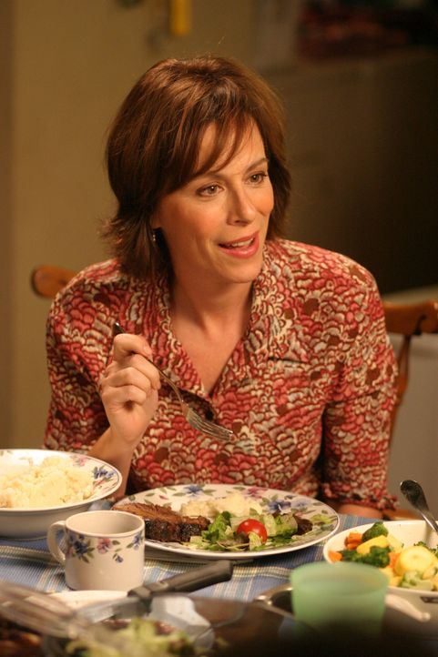 Lois (Jane Kaczmarek) muss Reese eine schockierende Nachricht überbringen ... - Bildquelle: TM +   2000 Twentieth Century Fox Film Corporation. All Rights Reserved.