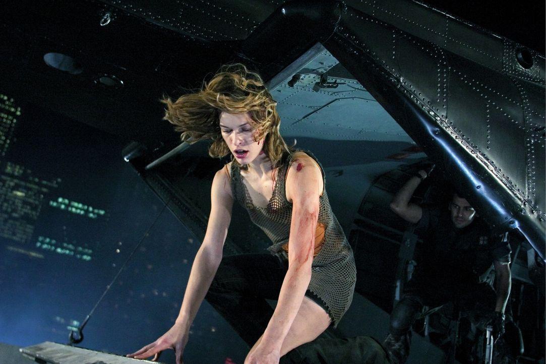 Ein gnadenloser Wettlauf mit der Zeit beginnt: Alice (Milla Jovovich) ... - Bildquelle: Constantin Film