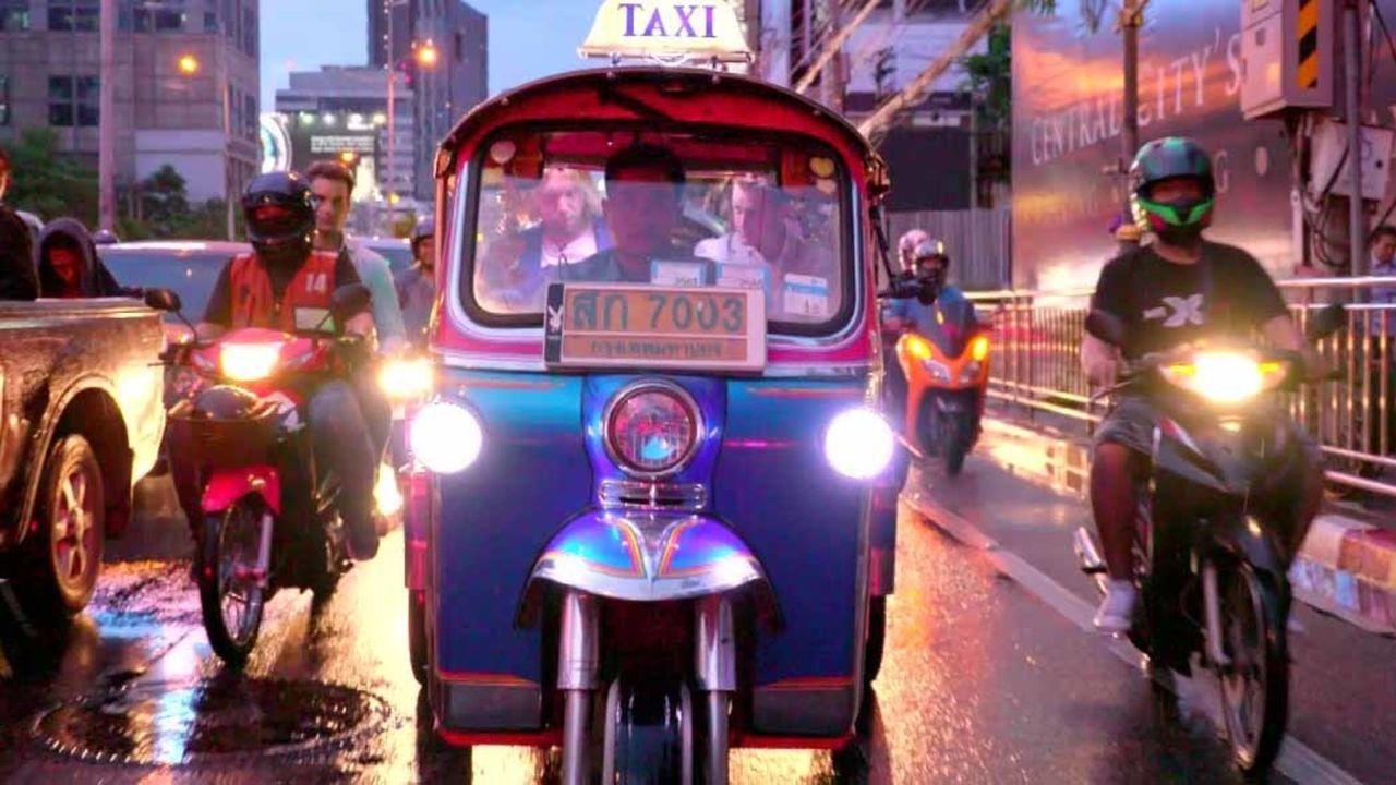Stressresistent trotz Großstadt-Trubel? In Bangkok müssen die verbliebenen T... - Bildquelle: ProSieben
