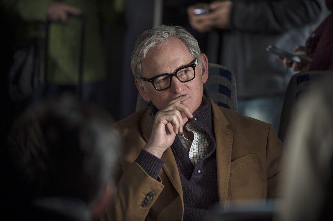 Dr. Stein (Victor Garber) könnte Barry und seinem Team dabei helfen, Ronnie ausfindig zu machen, doch dafür müssen sie ihn selber erst einmal finden... - Bildquelle: Warner Brothers.