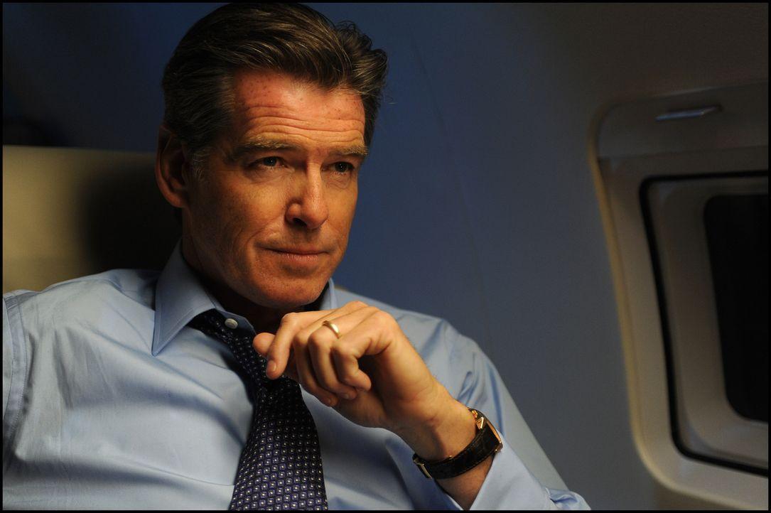 Der ehemalige britische Premierminister Adam Lang (Pierce Brosnan) ist wegen seiner Rolle im Irakkrieg unter Druck geraten. Er wird angeklagt, Terro... - Bildquelle: Kinowelt GmbH