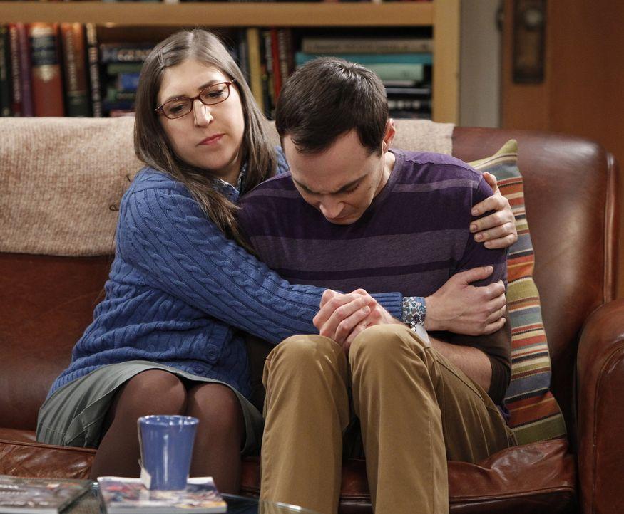 Sheldon (Jim Parsons, r.) befindet sich in einer Lebenskrise. Amy (Mayim Bialik, l.) versucht alles, um ihn aufzubauen. Doch wird es ihr gelingen? - Bildquelle: Warner Bros. Television