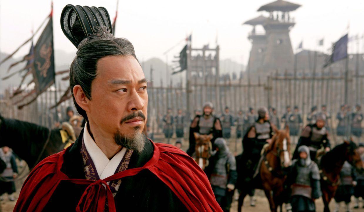 Hat in einer Schlacht gegen Cao Cao eine schwere Niederlage erlitten: König Liu Bei (Yong You) - Bildquelle: Constantin Film Verleih GmbH