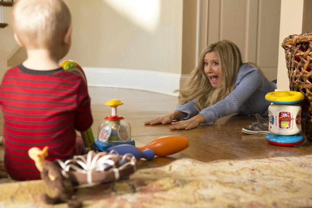 """""""Mama"""", ein Dämon im Mutterkostüm, mach Neu-Mutter Jody (Ashley Tisdale) etwas zu schaffen ... - Bildquelle: 2013 Constantin Film Verleih GmbH."""