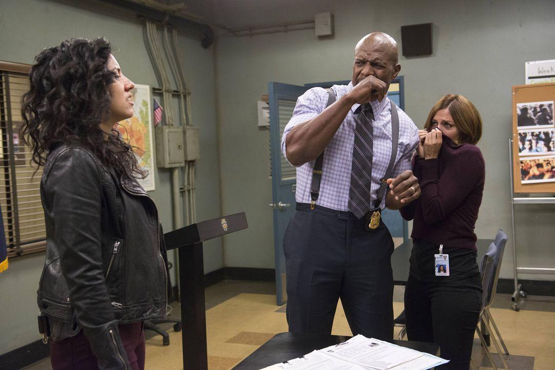(v.l.n.r.) Rosa Diaz (Stephanie Beatriz); Terry Jeffords (Terry Crews); Gina Linetti (Chelsea Peretti) - Bildquelle: Erica Parise 2014 UNIVERSAL TELEVISION LLC. All rights reserved / Erica Parise