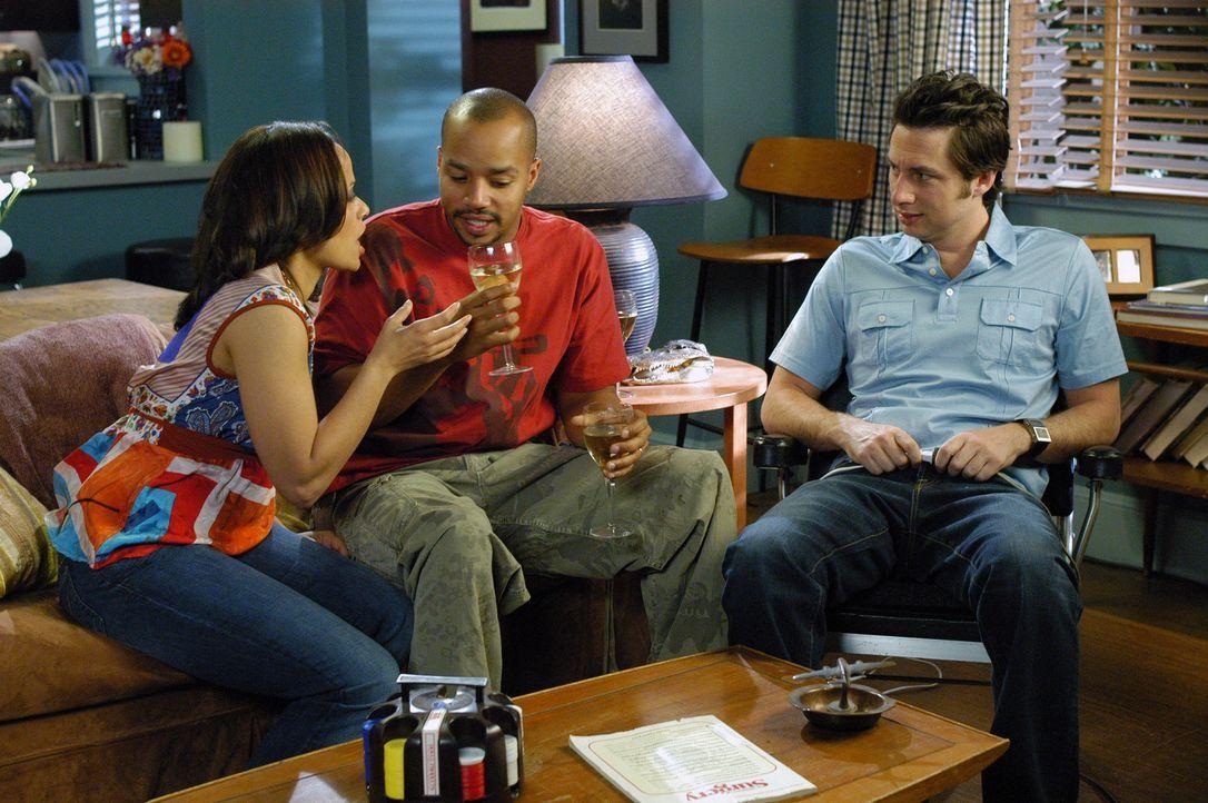 Was wird Carla (Judy Reyes, l.) nur sagen, wenn sie erfährt, dass Turk (Donald Faison, M.) und J.D. (Zach Braff, r.) über ihre Schwangerschaft Bes... - Bildquelle: Touchstone Television