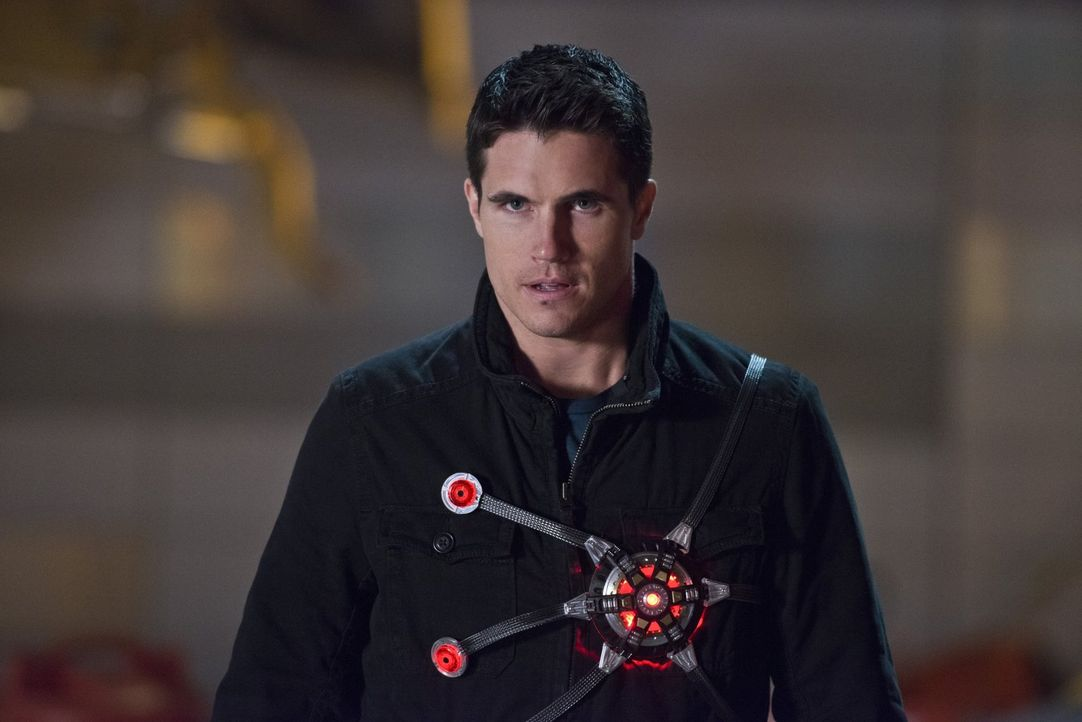 Firestorm (Robbie Amell) ist sofort zur Stelle, als Barry seine Hilfe braucht ... - Bildquelle: Warner Brothers.