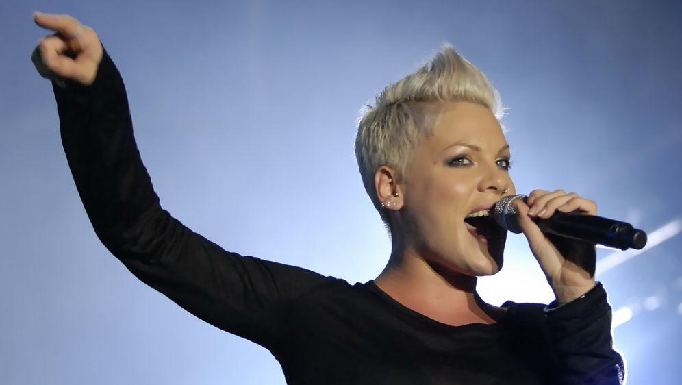 Pink Sagt Konzerte Ab Sprech Und Singverbot Fur True Love