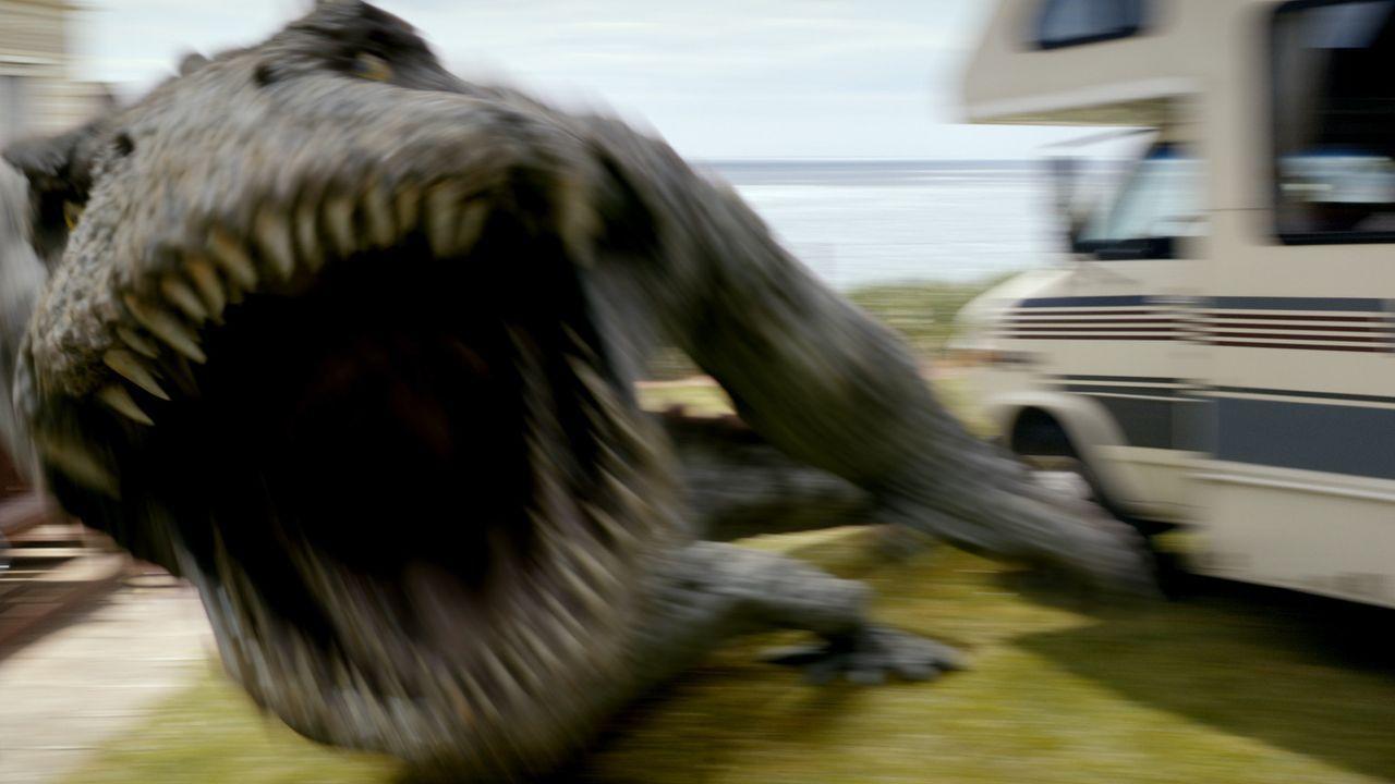 Ein lebensgefährlicher Riesen-Panzerlurch treibt sein Unwesen ... - Bildquelle: ITV Plc