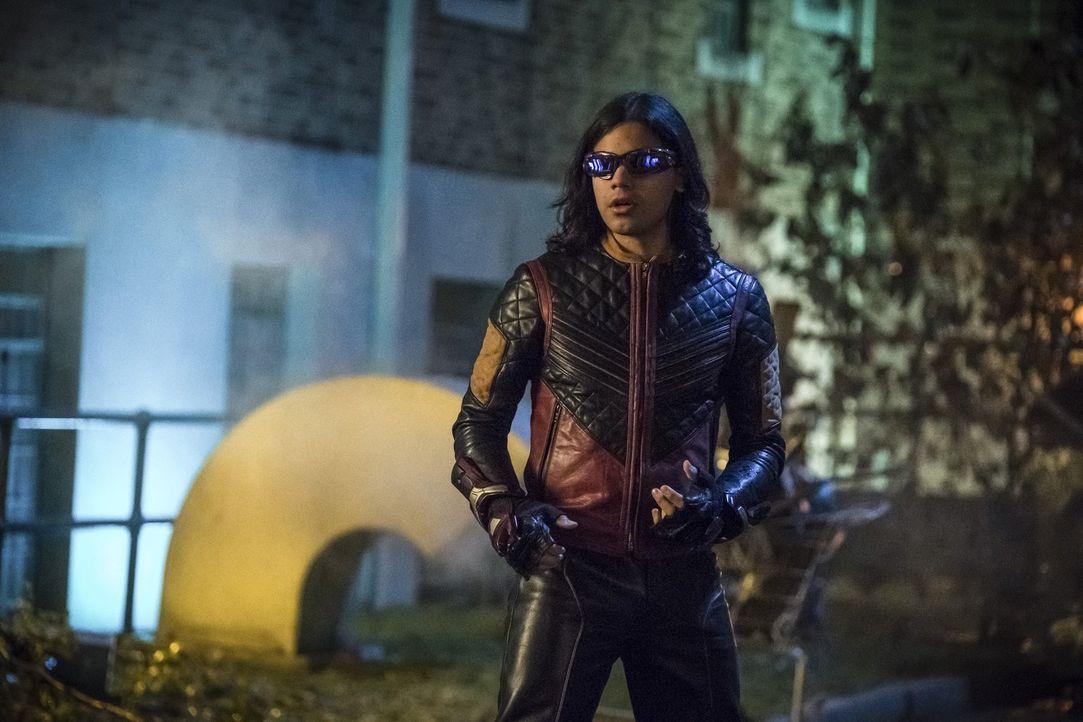 Noch ahnen Cisco alias Vibe (Carlos Valdes) und seine Freunde nicht, dass die beiden Entführungen von Caitlin und Barry mehr mit einander zu tun hab... - Bildquelle: 2017 Warner Bros.
